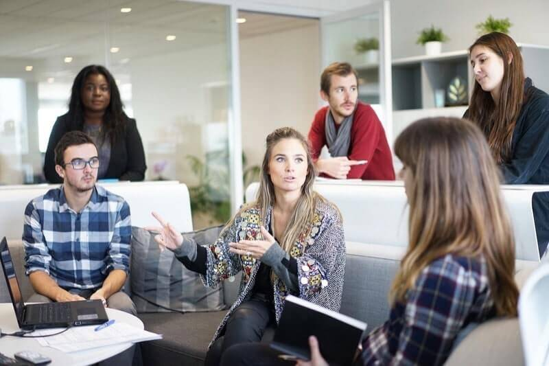 IT企業のミーティング風景